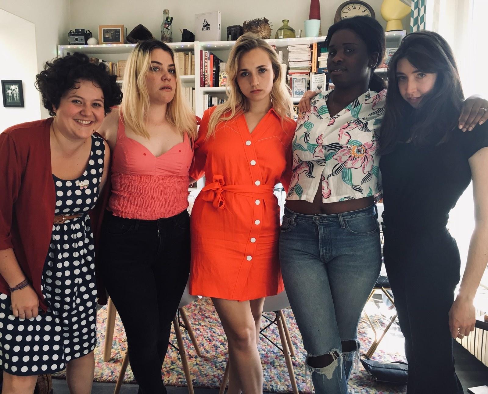 Les comédiennes de la nouvelle web série Derby Girl, avec Chloé Jouannet