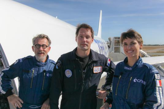 Jamy Gourmaud, Églantine Émeyé et Thomas Pesquet devant l'avion Zéro G