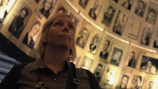 Anne-Marie sur la trace de ses grands-parents au Mémorial de Yad Vashem
