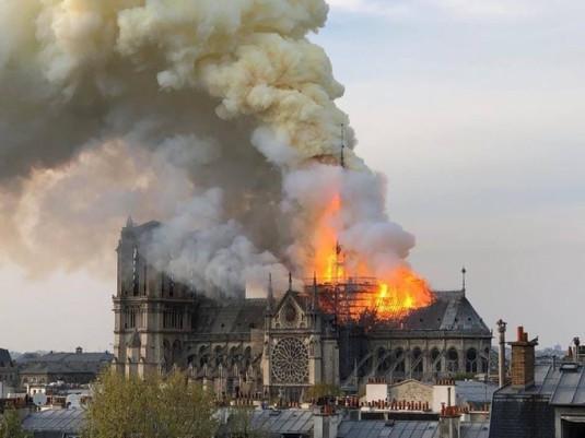 Soirée au profit de la reconstruction de la cathédrale Notre-Dame de Paris.