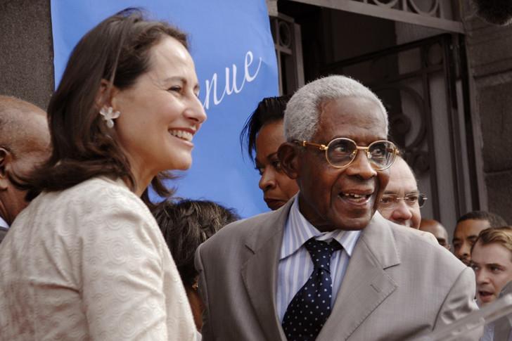 Aimé Césaire soutient Ségolène Royal lors des élections de 2007.