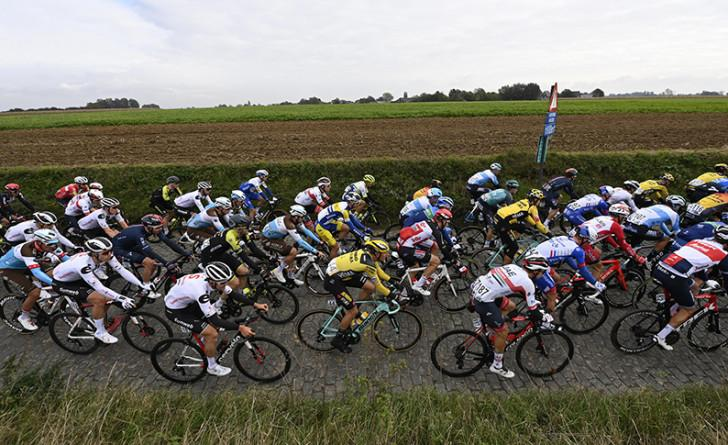 Photo de coureurs prise sur le Tour de Flandres 2020
